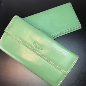 Coach ~Green Smooth Leather Wallet w/ckbook cover